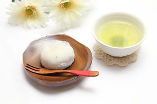 豆大福と緑茶の写真素材 [FYI00428630]