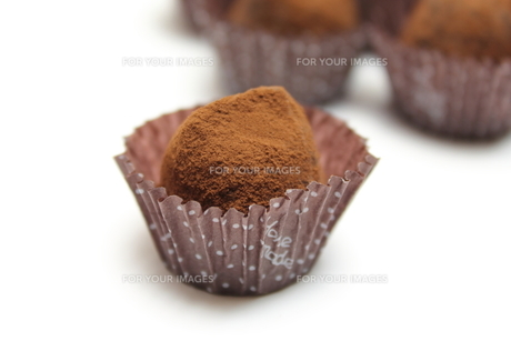 チョコレートトリュフの写真素材 [FYI00428680]
