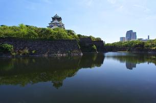 大阪城と内堀の写真素材 [FYI00428784]