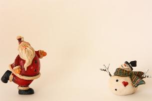 サンタクロースと雪だるまの写真素材 [FYI00428859]