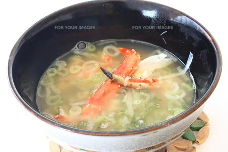 蟹の味噌汁の写真素材 [FYI00428969]