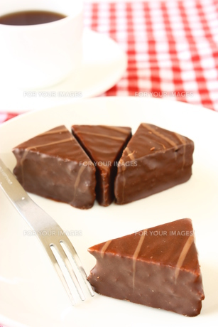チョコレートケーキと紅茶の写真素材 [FYI00429189]