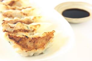 手作り焼き餃子の写真素材 [FYI00429207]