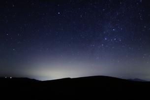 丘陵のカシオペアの写真素材 [FYI00429304]