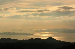 雲に隠れる太陽の素材 [FYI00430014]