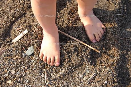裸足の子供の素材 [FYI00430326]