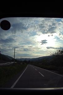 車から見た、景色の写真素材 [FYI00430361]
