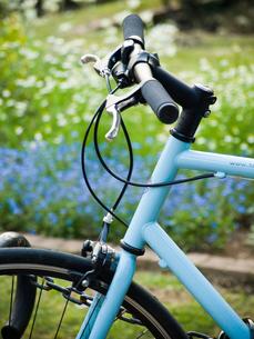 水色の自転車の写真素材 [FYI00430514]