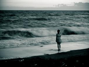 海と少女の写真素材 [FYI00430565]