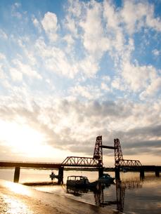 筑後川昇開橋の夕暮れの写真素材 [FYI00430570]