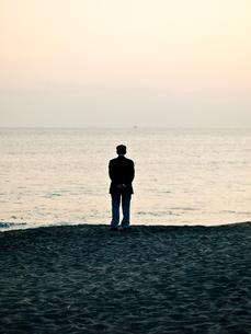 海を見ている人の写真素材 [FYI00430578]