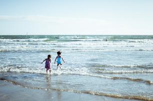 海辺の少女の写真素材 [FYI00430615]