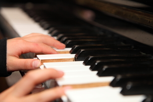 ピアノのレッスンの写真素材 [FYI00430817]