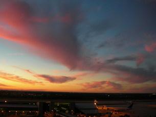 フロリダ、タンパ国際空港からの夕焼けの写真素材 [FYI00430913]