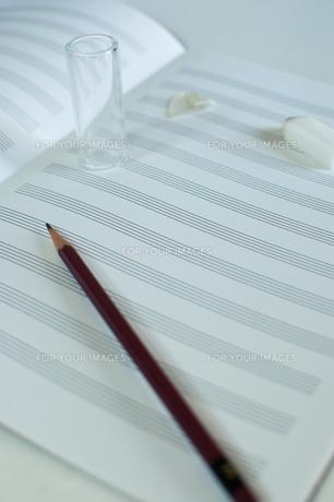 楽譜と鉛筆の写真素材 [FYI00431909]