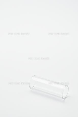 転がったボトルネックの写真素材 [FYI00432049]