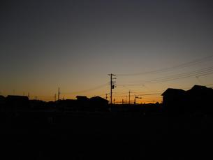 夕闇迫る町並みの素材 [FYI00432626]