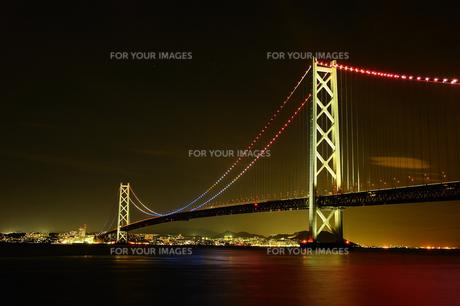 明石海峡大橋ライトアップの写真素材 [FYI00432829]