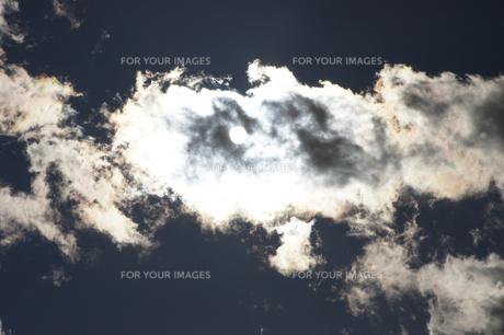 雲間の太陽の素材 [FYI00432868]