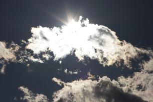 雲間の太陽の素材 [FYI00432882]