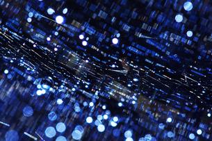 水滴と蜘蛛の糸の写真素材 [FYI00434552]