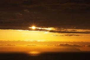 夕日と島影の素材 [FYI00434566]