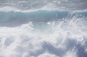 台風の後の海の写真素材 [FYI00434591]