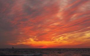夕焼け空と小島の写真素材 [FYI00434907]