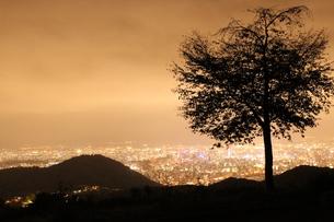 長く住む街の夜景の写真素材 [FYI00435192]