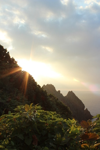 島武威岬の晩夏の夕景の素材 [FYI00435310]