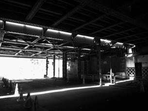 新橋の高架下の写真素材 [FYI00435430]