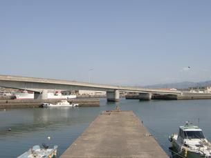 小さな港の桟橋の写真素材 [FYI00435463]
