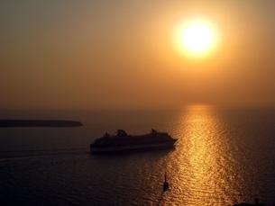 サントリーニ島、イアでのサンセット(夕焼け)の写真素材 [FYI00435464]