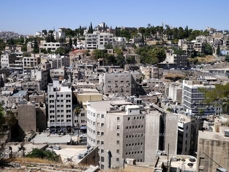 ヨルダンの首都アンマンの街並みの写真素材 [FYI00435506]