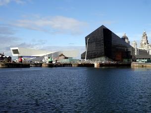イギリスの世界遺産「海商都市リヴァプール」のアルバート・ドックの写真素材 [FYI00435534]