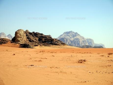 ヨルダンの世界遺産ワディ・ラムの砂漠の写真素材 [FYI00435535]