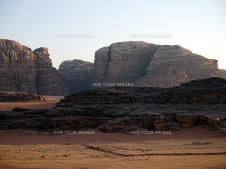 ヨルダンの世界遺産ワディ・ラムの砂漠の写真素材 [FYI00435538]