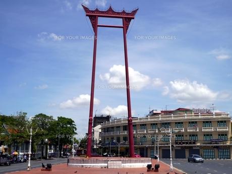タイの首都バンコクにあるワット・スタットの巨大ブランコ支柱の写真素材 [FYI00435540]