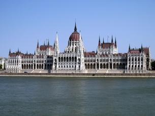 ハンガリーの世界遺産ブダペストにあるドナウ川と国会議事堂の写真素材 [FYI00435548]