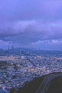 町並み遠景と雲の写真素材 [FYI00435679]