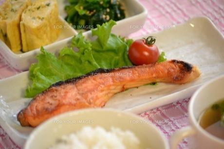鮭定食の写真素材 [FYI00435681]