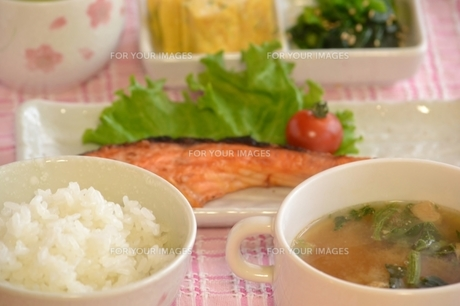 鮭定食の写真素材 [FYI00435693]