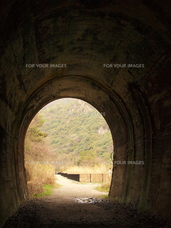 トンネルの写真素材 [FYI00435800]