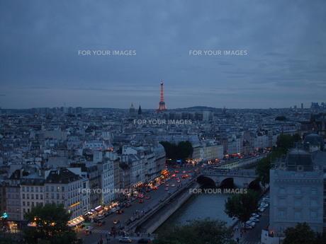 パリ 夜の写真素材 [FYI00435809]