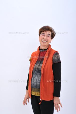 笑顔のおばあちゃんの写真素材 [FYI00435976]