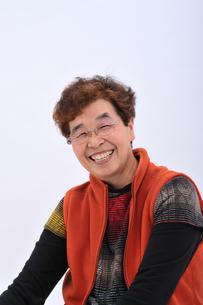 笑顔のおばあちゃんの写真素材 [FYI00435978]