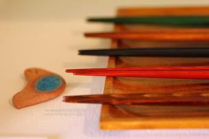 木の箸と箸置きの素材 [FYI00436158]