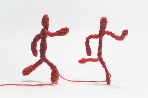毛糸 ヒト 走るの写真素材 [FYI00436212]