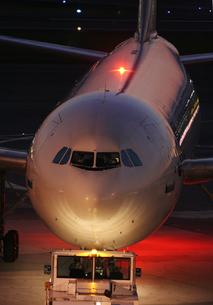 飛行機で出発の写真素材 [FYI00436395]