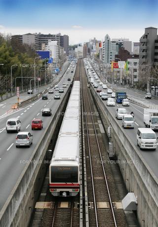 都市の鉄道と道路の素材 [FYI00436410]